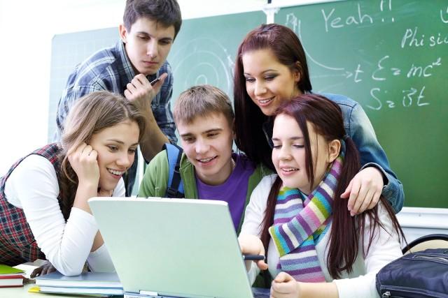 W tym roku szkolnym, uczniowie ósmych klas zreformowanej szkoły podstawowej przystąpią - po raz pierwszy - do egzaminów na zakończenie nauki. Ich wynik będzie miał wpływ na rekrutację do szkoły średniej.