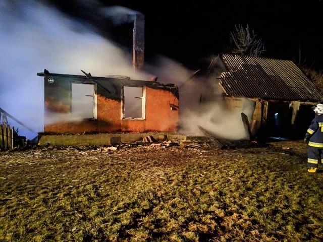 Do pożaru domu w miejscowości Kropiewnica (gmina Knyszyn) doszło we wtorek przed godziną o godz. 22.30.