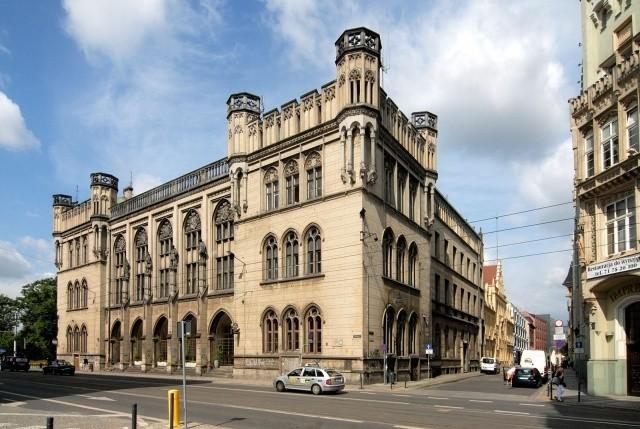 Gmach Nowej Giełdy przy ulicy Krupniczej we Wrocławiu na sprzedaż.