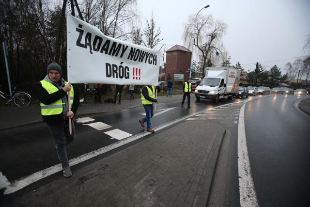 Mieszkańcy kilkakrotnie blokowali w tym roku wjazd do Wrocławia, domagając się nowych dróg. Nic z tego