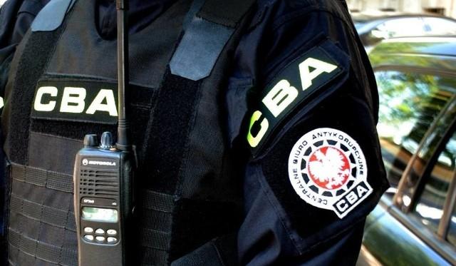 Agenci CBA badają dokumenty POSUM z lat 2017 i 2018.
