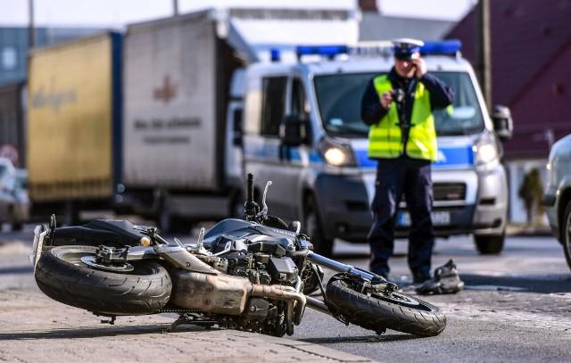 Motocyklista został zabrany do szpitala.