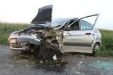 Wypadek na trasie Starygród-Benice. Samochód wypadł z drogi i uderzył w drzewo. Kierowca trafił do szpitala