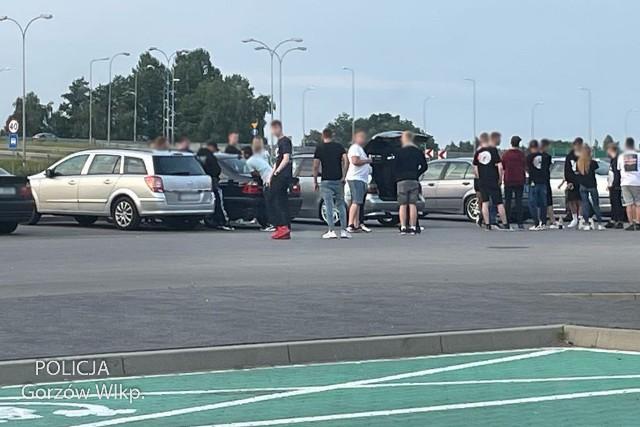 Policjanci prowadzili działania podczas ulicznego lotu motoryzacyjnego