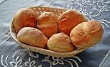 Domowe bułki – przepisy. Zobacz jak zrobić smaczne i zdrowe bułki na śniadanie czy kolację. To proste! [PRZEPISY]