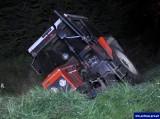 Drygały – Ełk. Wypadek ciągnika rolniczego. Traktorzysta miał cztery promile alkoholu. Wracał z grzybobrania (zdjęcia)