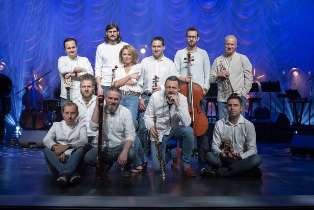 Anna Maria Jopek i jej drużyna, złożona z wybitnych polskich muzyków jazzowych i klasycznych