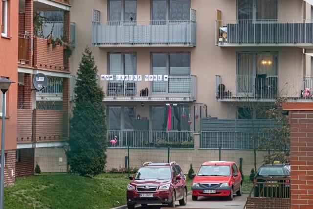 Bloki przy Kantorowickiej oraz budynki kotłowni - starej węglowej i  tymczasowej, na olej opałowy. Mieszkańcy od miesiąca mają problemy z dostawą ciepła i ciepłej wody