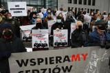 Kraków. Po raz kolejny manifestowali przed sądem poparcie dla niezależności sędziów [ZDJĘCIA]