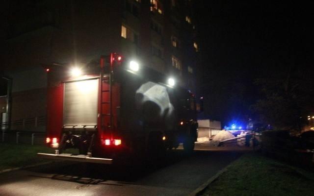 Oplem, który uderzył rano na trasie Więcbork - Śmiłowo uderzył w drzewo, podróżował mężczyzna. Został przewieziony do szpitala