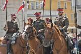 Poznań: Uroczysta zmiana warty przed Odwachem na poznańskim Starym Rynku [ZDJĘCIA, WIDEO]