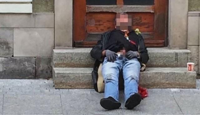 Mężczyzna przez kilkanaście minut onanizował się w centrum Poznania