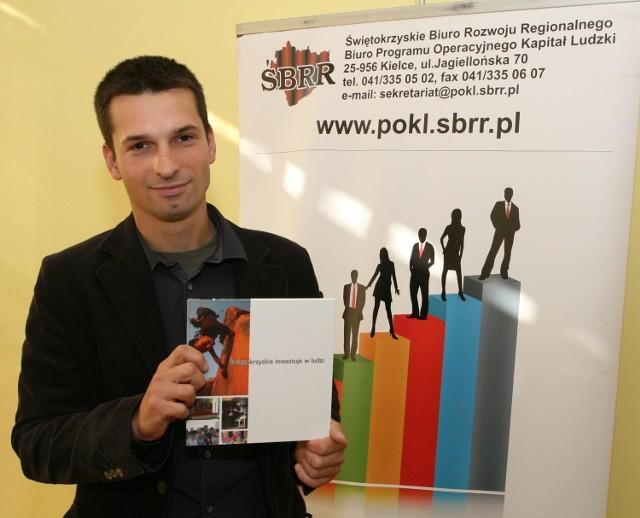 """Bartek Świtek – jeden z tych, którzy dzięki pieniądzom z programu Kapitał Ludzki założył własną firmę – Mobilne Cen-trum Wspinaczkowe """"Struktura""""."""