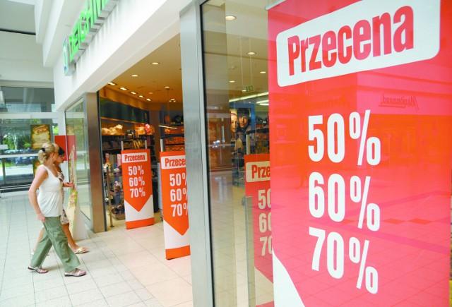W tym roku wyprzedaże w opolskich sklepach zaczęły się już na początku lipca. (fot. Sławomir Mielnik)