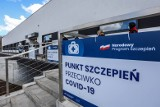 Punkt Szczepień Powszechnych przy ulicy Dębowej 21 w Gdańsku: jak do niego dojść z Suchanina z przystanku na Focha? Pokazujemy drogę