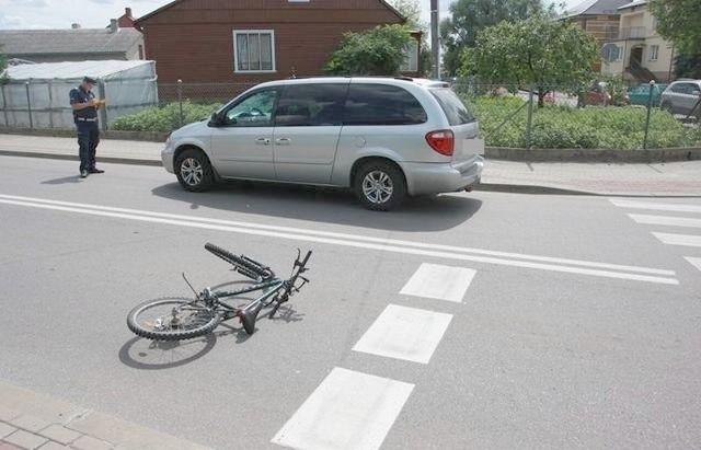 Chrysler uderzył w 11-letnią rowerzystkę.