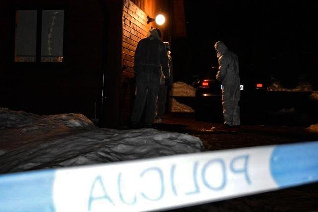 Nie żyje 17-letni Grzegorz, został ugodzony nożem podczas osiemnastkowej imprezy. Sprawcą był 30-letni obywatel Rumunii. Do tragedii doszło wczoraj wieczorem. Czytaj na kolejnym slajdzie