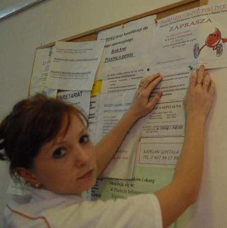 W zielonogórskim szpitalu zawisły na kilku oddziałach apele dyrekcji placówki o oddawanie krwi przez pracowników i rodziny chorych. - Naprawdę to dramat - mówiła nam wczoraj Wiesława Łagoś, pielęgniarka z Chirurgii Ogólnej i Onkologicznej.