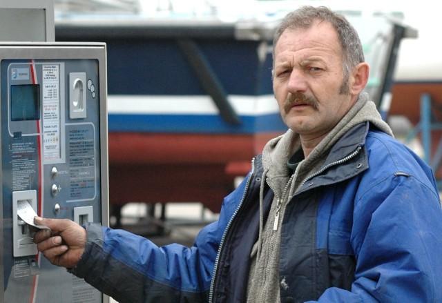 Edward Makowski parkując swoje auto na terenie portu jachtowego musiał wczoraj skorzystać z parkomatu.