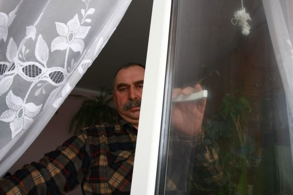 Pan Leon wymienił w mieszkaniu okna, ale przez błąd pracownika spółdzielni musi poczekać osiem lat na zwrot części poniesionych kosztów.