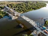 Borusowa. Budowa mostu na Wiśle nie zwalnia tempa. Powstaje imponujący obiekt, a roboty mają się zakończyć jeszcze w tym roku [ZDJĘCIA]