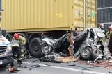 Dramatyczny wypadek przy Galerii Echo w Kielcach i... cud. Kierowca zmiażdżonej toyoty w piątek 7 maja opuści szpital! [ZDJĘCIA]