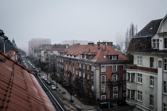 Stacje pomiarowe Głównego Inspektoratu Ochrony Środowiska w Poznaniu wskazują, że od rana jakość powietrza utrzymuje się na poziomie dobrym. Z prognozy dla Poznania wynika, że w piątek, 19 marca średnia dobowa norma nie przekroczy dopuszczalnych dla zdrowia pyłów i substancji. Nie ma zakazu palenia w kominkach.