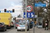 Wypadek na Kochanowskiego. Auto wpadło na ogrodzenie (ZDJĘCIA)