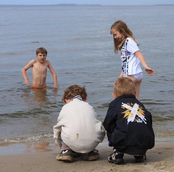 Dzieciom najtrudniej było tłumaczyć, że nie wolno się kąpać. Na szczęście mogą się już pluskać do woli.