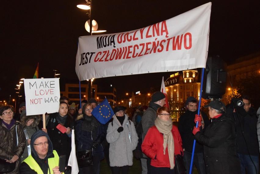 Antyfaszystowska manifestacja przed Dworcem PKP, 18.11.2017.
