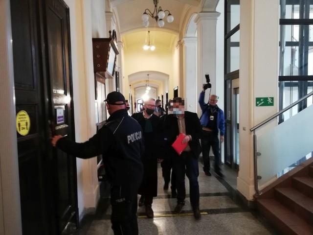 Marcinowi B. grozi kara co najmniej trzech lat więzienia.