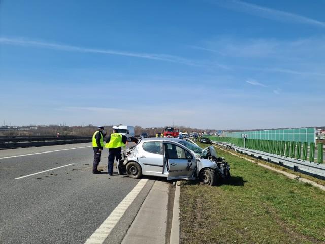 Wypadek na A1 w Piekarach Śląskich. Przejazd w kierunku Pyrzowic wyłącznie pasem awaryjnym