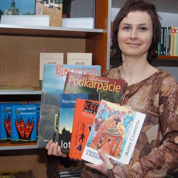 Patrycja Jankowska z rzeszowskiej Libry uważa, że wśród lokalnych wydawnictw prym wiodą albumy i zbiory legend.