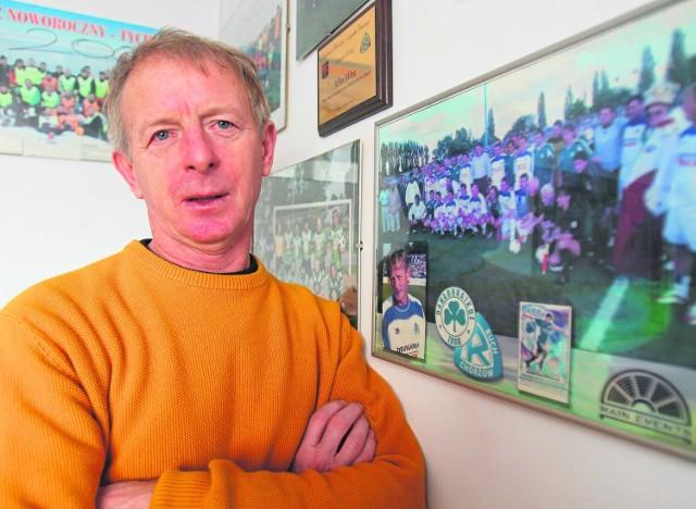 Wira pracuje w MOSiR Tychy i dwa razy w tygodniu gra w piłkę