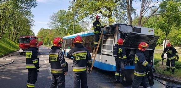 Pożar autobusu w Gliwicach linii 850 na trasie Gliwice - Bytom