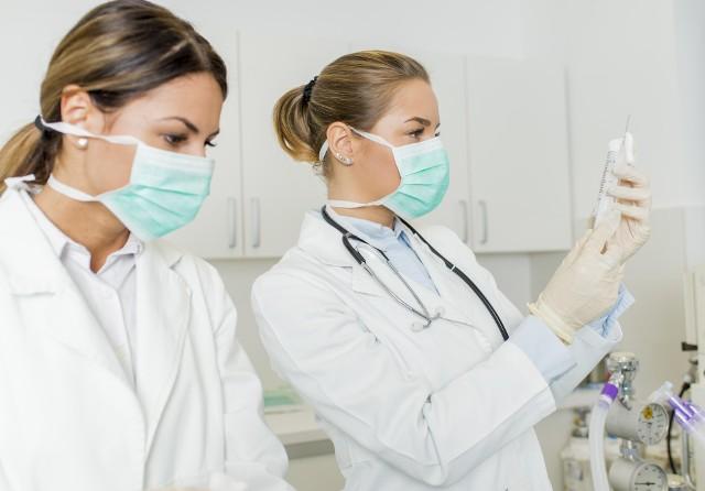Ocenia się, że do końca 2020 roku ponad 160 młodych pielęgniarek i pielęgniarzy z regionu po odebraniu dyplomów podejmie pracę w zawodzie
