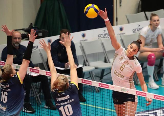 Mecz nr 2 finału Tauron Ligi: Chemik Police - Developres SkyRes Rzeszów zakończył się wygraną mistrzyń Polski 3:2.