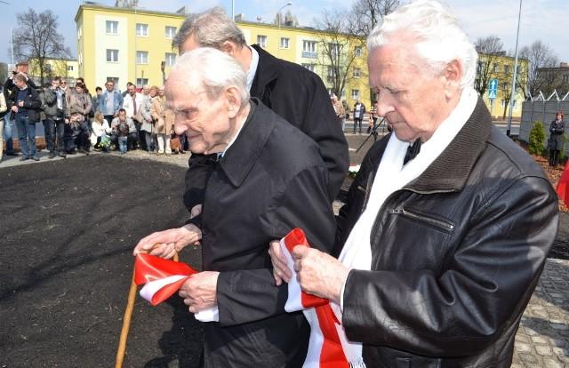 Czesław Szachnitowski (z lewej) i Zbigniew Zelmański, inicjator i fundator budowy Pomnika Lotnika.
