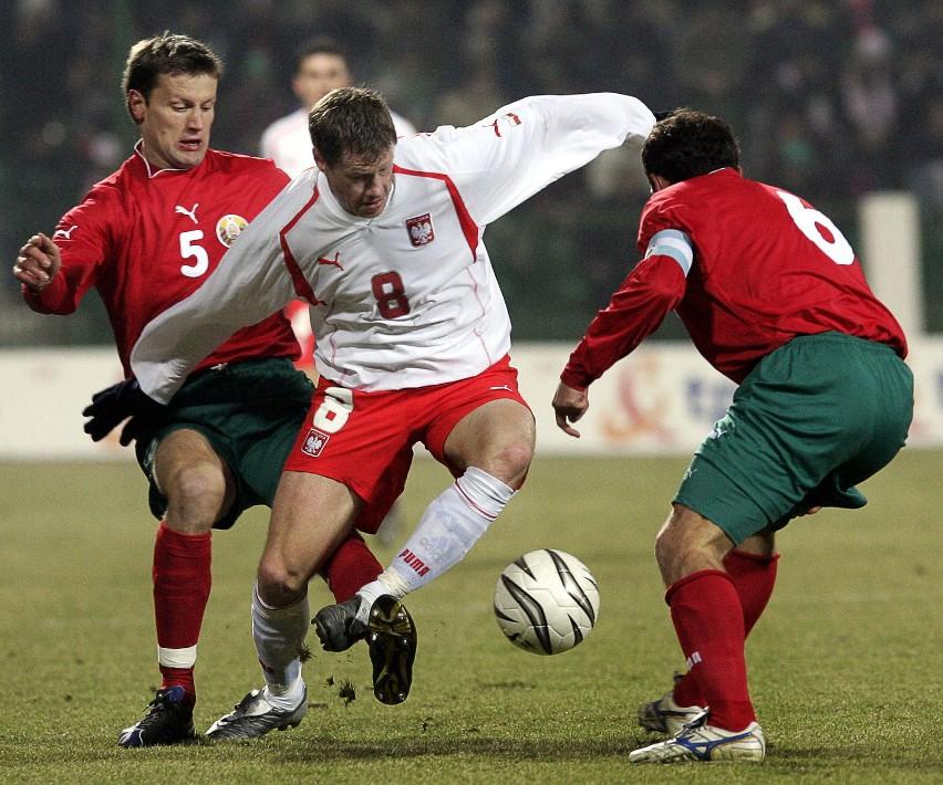 Jacek Krzynówek nie zagrał wczoraj dobrego spotkania. Białoruscy obrońcy skutecznie utrudniali mu życie na boisku...