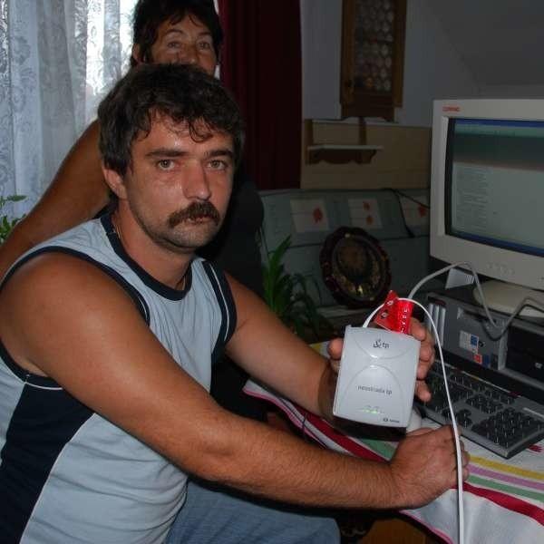- Miałem umowę i modem, ale internetu mi nie podłączono - żali się Dariusz Rybicki.