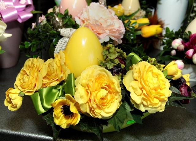 Dom pięknie przystrojony na Wielkanoc (ZDJĘCIA)W okresie wielkanocnym w aranżacjach dominują kolory radosne, świeże, wiosenne - żółty, zielony, pomarańczowy.