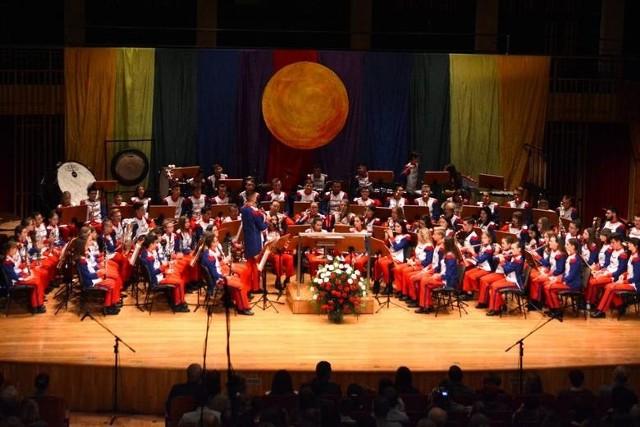 Dwa poprzednie Koncerty Galowe orkiestry Grandioso odbyły się  w listopadzie 2019 roku w auli szkoły muzycznej.