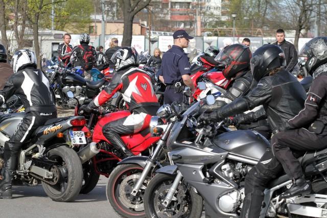 Policja przygląda się zachowaniom motocyklistów zwłaszcza teraz, gdy robi się ciepło i pojawia się ich coraz więcej na drogach