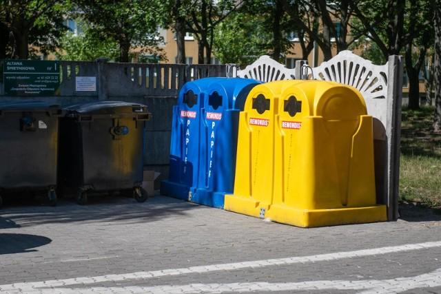 Zmiany w segregacji odpadów. Ministerstwo Klimatu i Środowiska proponuje powrót do segregacji na 3 pojemniki i indywidualne rozliczanie mieszkańców bloków.