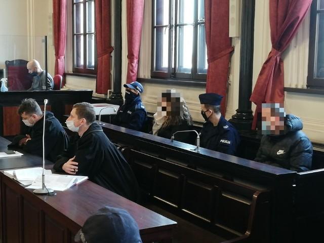 W procesie dotyczącym śmierci 3-latka na ławie oskarżonych siedzą jego matka Katarzyna F. i jej były partner Daniel B.
