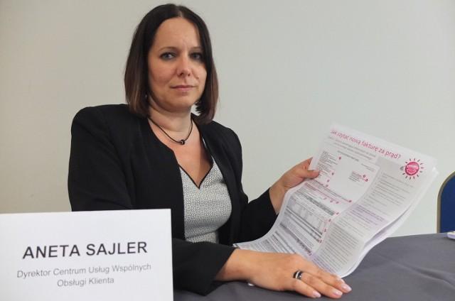 Tauron Sprzedaż wprowadza nowe rachunki za prąd na OpolszczyźnieAneta Sajler, dyrektor Centrum Usług Wspólnych Tauron Obsługa Klienta pokazuje nową fakturę.