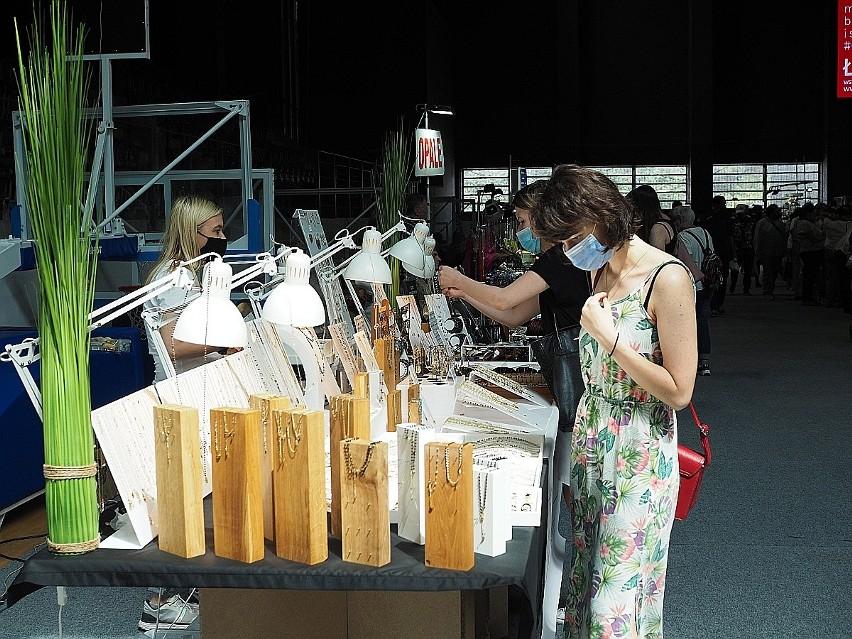 Wystawcy prezentują nie tylko minerały, ale także...