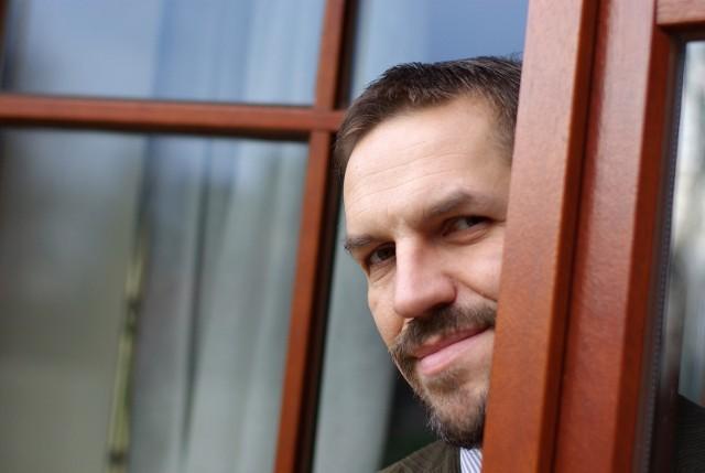 02.12.2009 krakow , ..n/z: dr jaroslaw flis , glowa , glowka , portret , ..fot. andrzej banas / polskapresse ..gazeta krakowska *** local caption *** `