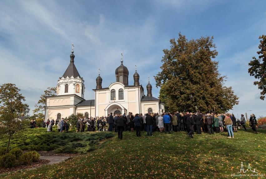 Ostatnie pożegnanie ks. Mikołaja Mielniczuka przed cerkwią w...
