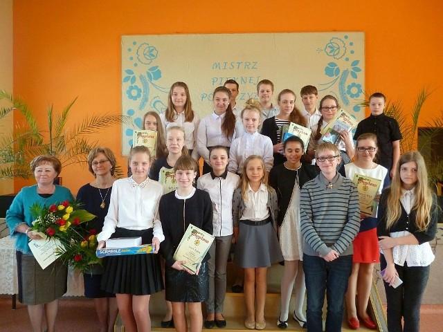 Grupowe zdjęcie najlepszych uczestników konkursu